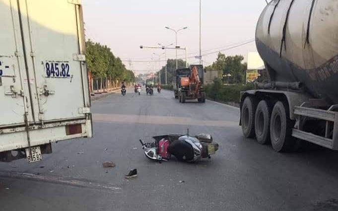 Hà Nội: Xe máy va chạm với xe tải khiến mẹ tử vong, con gái 6 tuổi chấn thương sọ não
