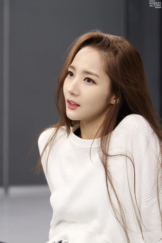 Tập nhảy thôi mà, Park Min Young có cần thiết phải xinh đẹp vậy không? - Ảnh 2.