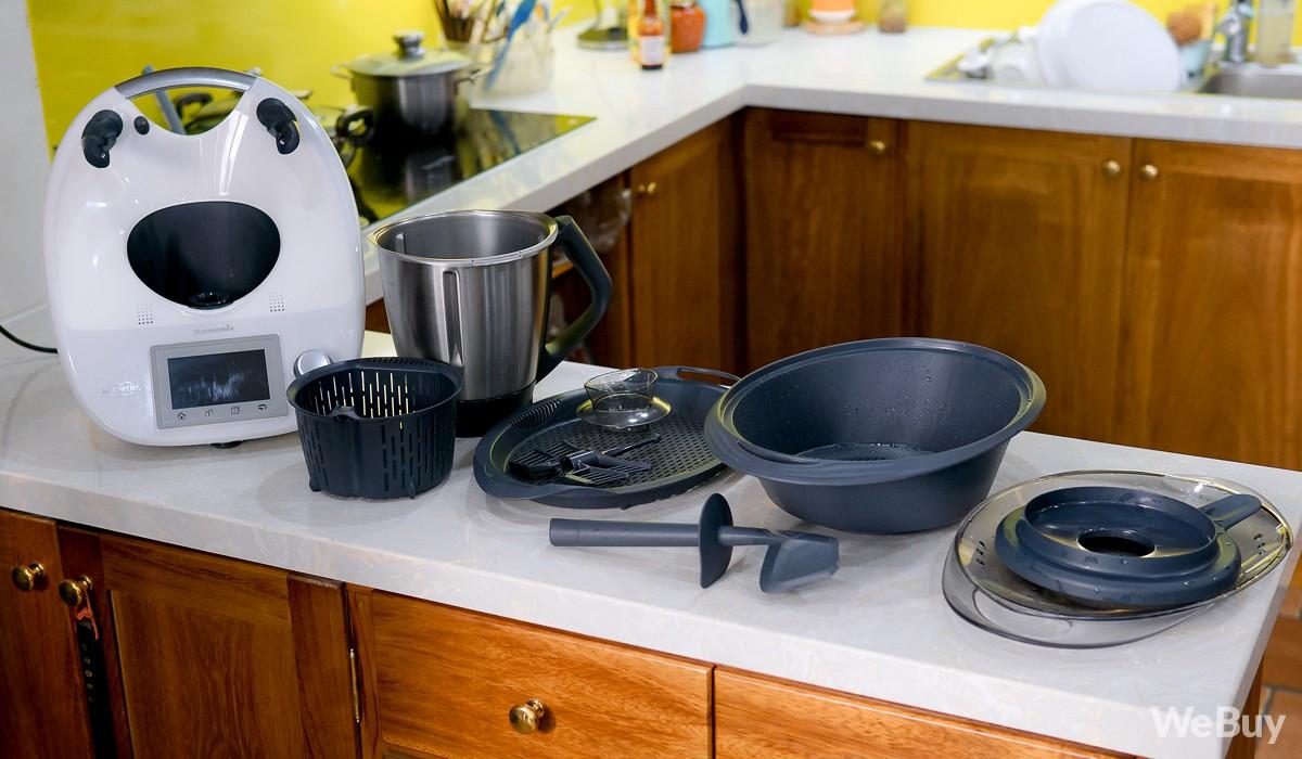 Ăn Tết kiểu rich kid - có hẳn robot nấu luôn cả mâm cỗ xôi gà, canh măng thịnh soạn - Ảnh 2.