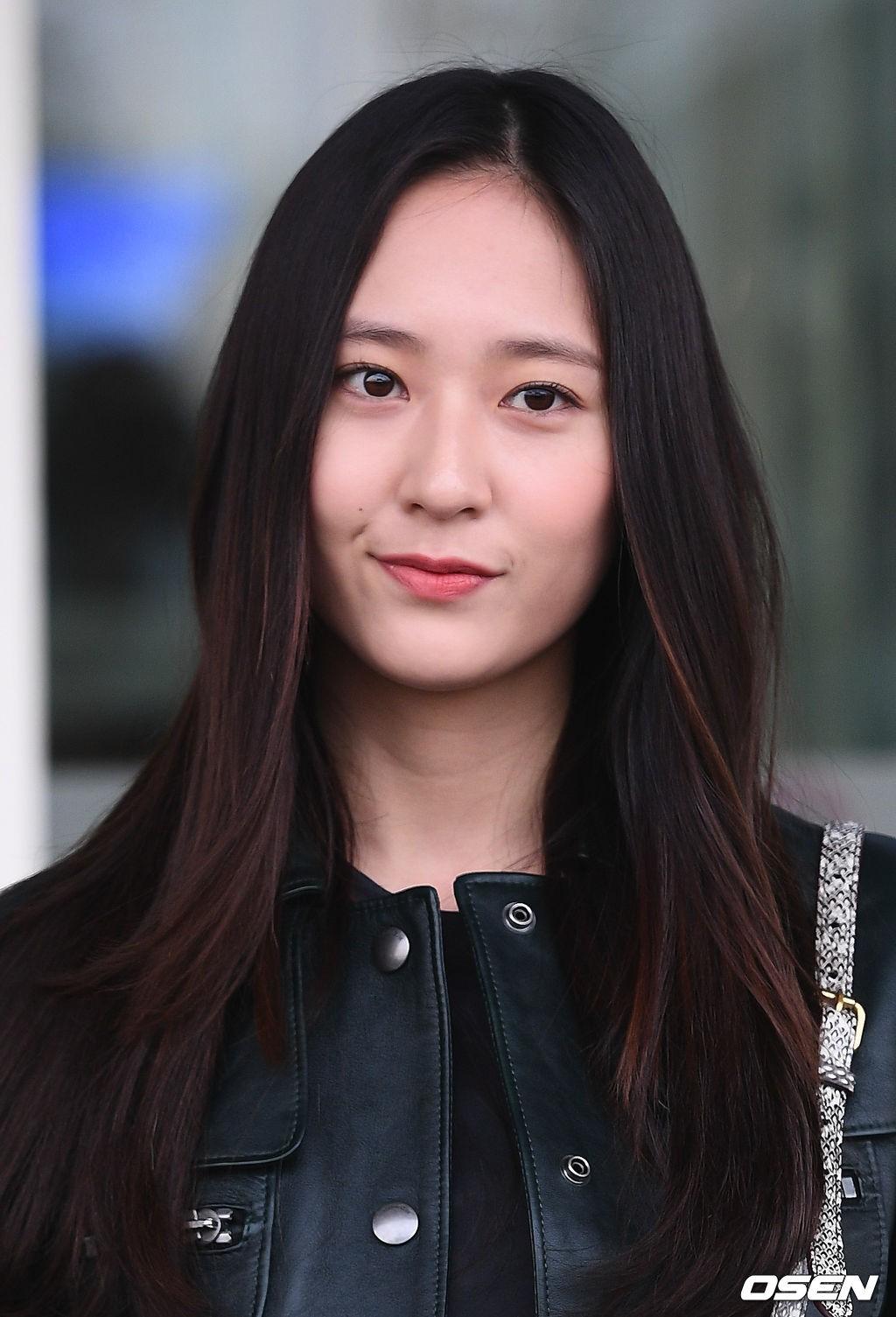 Cùng tăng cân khi xuất hiện tại sân bay: Krystal bị chê vừa thô vừa xuống sắc, Seohyun được khen xinh rạng rỡ - Ảnh 7.