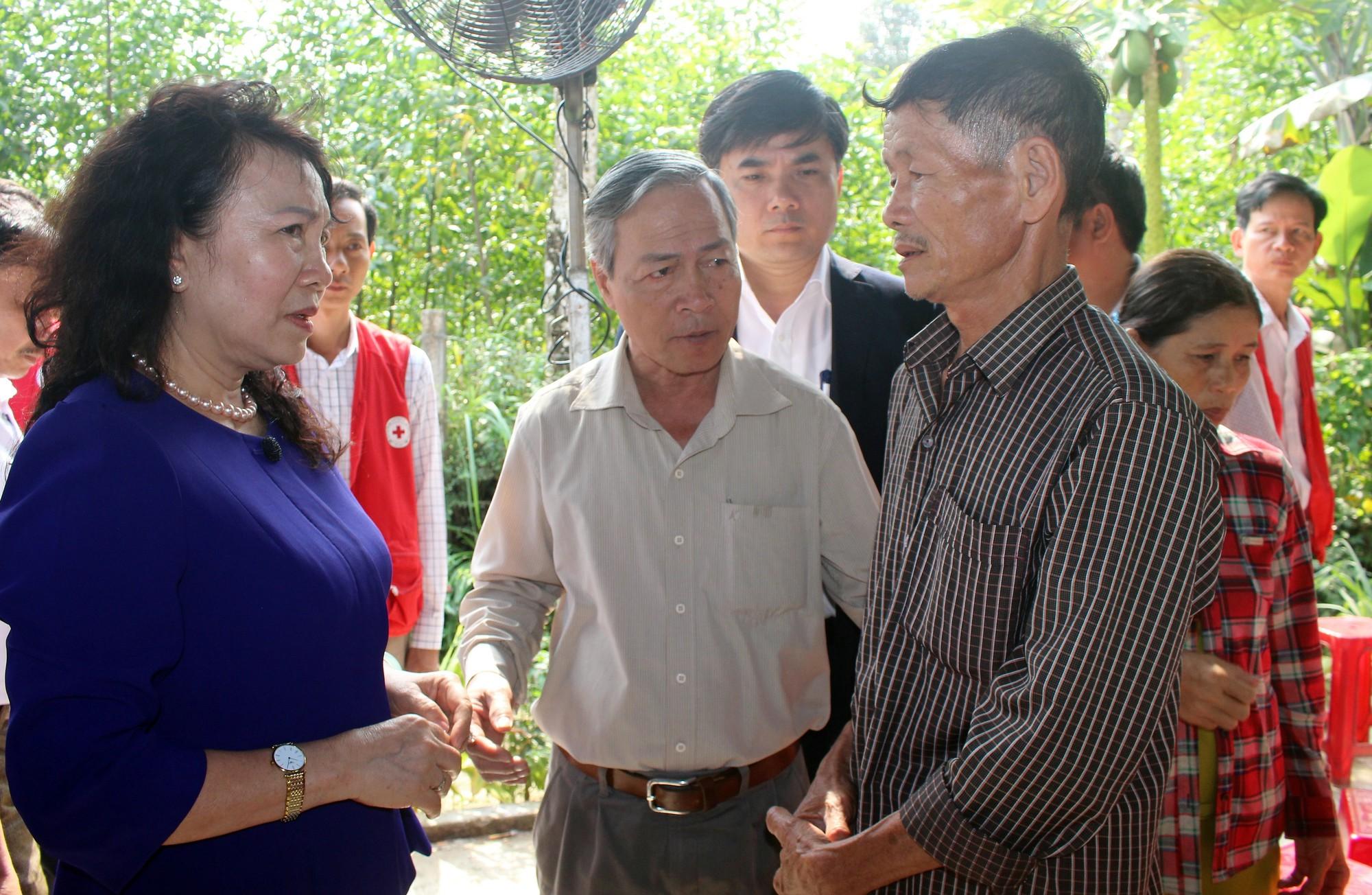 Thứ trưởng Bộ GD-ĐT thăm hỏi và gửi lời chia buồn đến gia đình 6 học sinh chết đuối ngày Tết ở Quảng Nam - Ảnh 3.