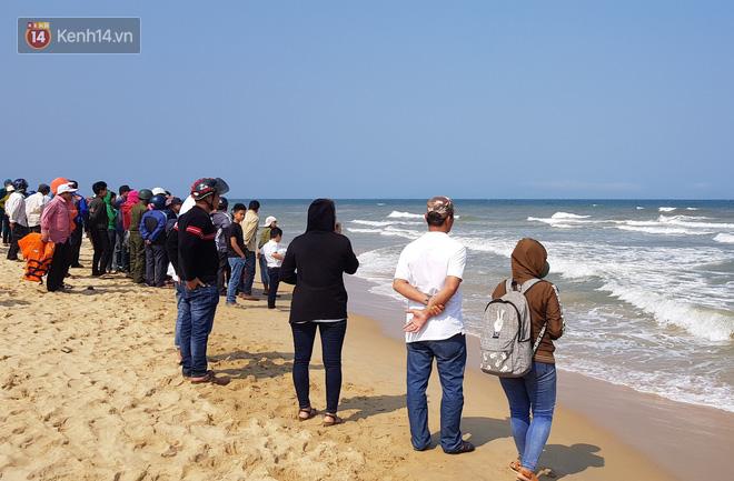 Tìm thấy 2 thi thể cuối cùng trong nhóm học sinh đuối nước khi tắm biển ở Quảng Nam - Ảnh 2.
