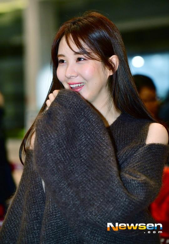 Cùng tăng cân khi xuất hiện tại sân bay: Krystal bị chê vừa thô vừa xuống sắc, Seohyun được khen xinh rạng rỡ - Ảnh 10.