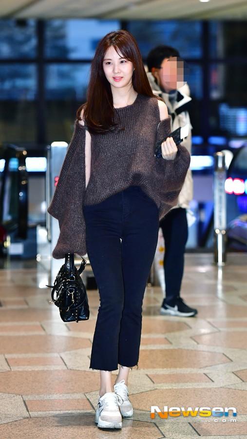 Cùng tăng cân khi xuất hiện tại sân bay: Krystal bị chê vừa thô vừa xuống sắc, Seohyun được khen xinh rạng rỡ - Ảnh 8.