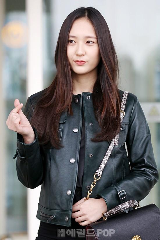 Cùng tăng cân khi xuất hiện tại sân bay: Krystal bị chê vừa thô vừa xuống sắc, Seohyun được khen xinh rạng rỡ - Ảnh 5.