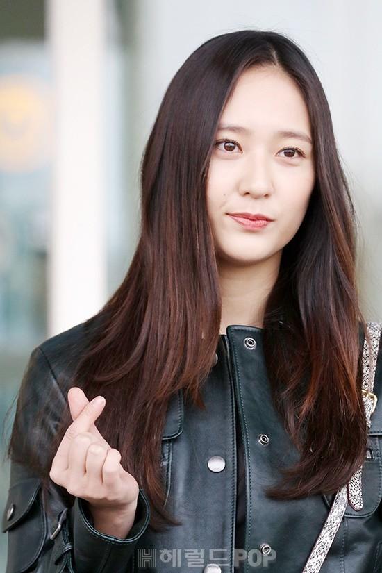 Cùng tăng cân khi xuất hiện tại sân bay: Krystal bị chê vừa thô vừa xuống sắc, Seohyun được khen xinh rạng rỡ - Ảnh 6.