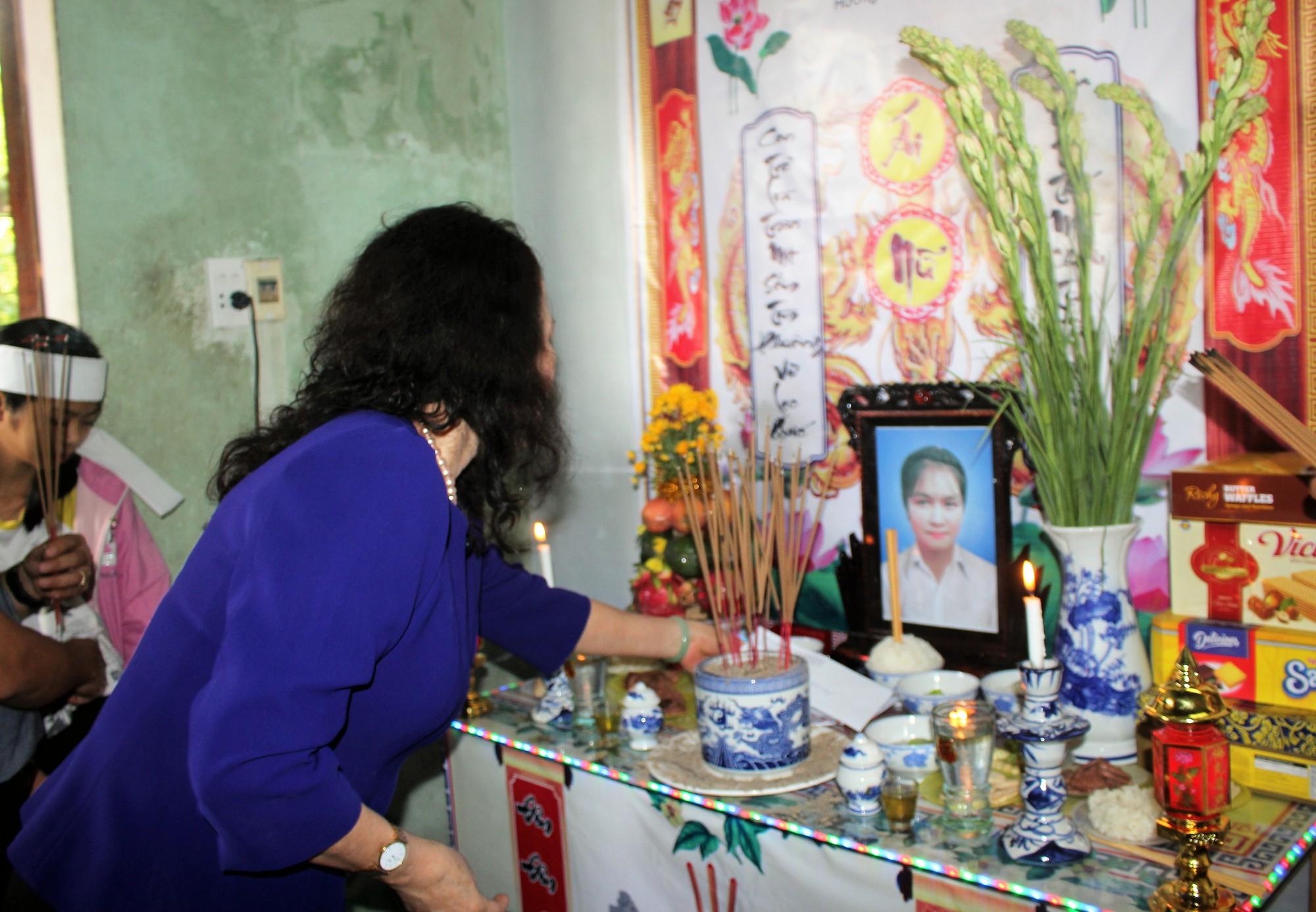 Thứ trưởng Bộ GD-ĐT thăm hỏi và gửi lời chia buồn đến gia đình 6 học sinh chết đuối ngày Tết ở Quảng Nam - Ảnh 2.