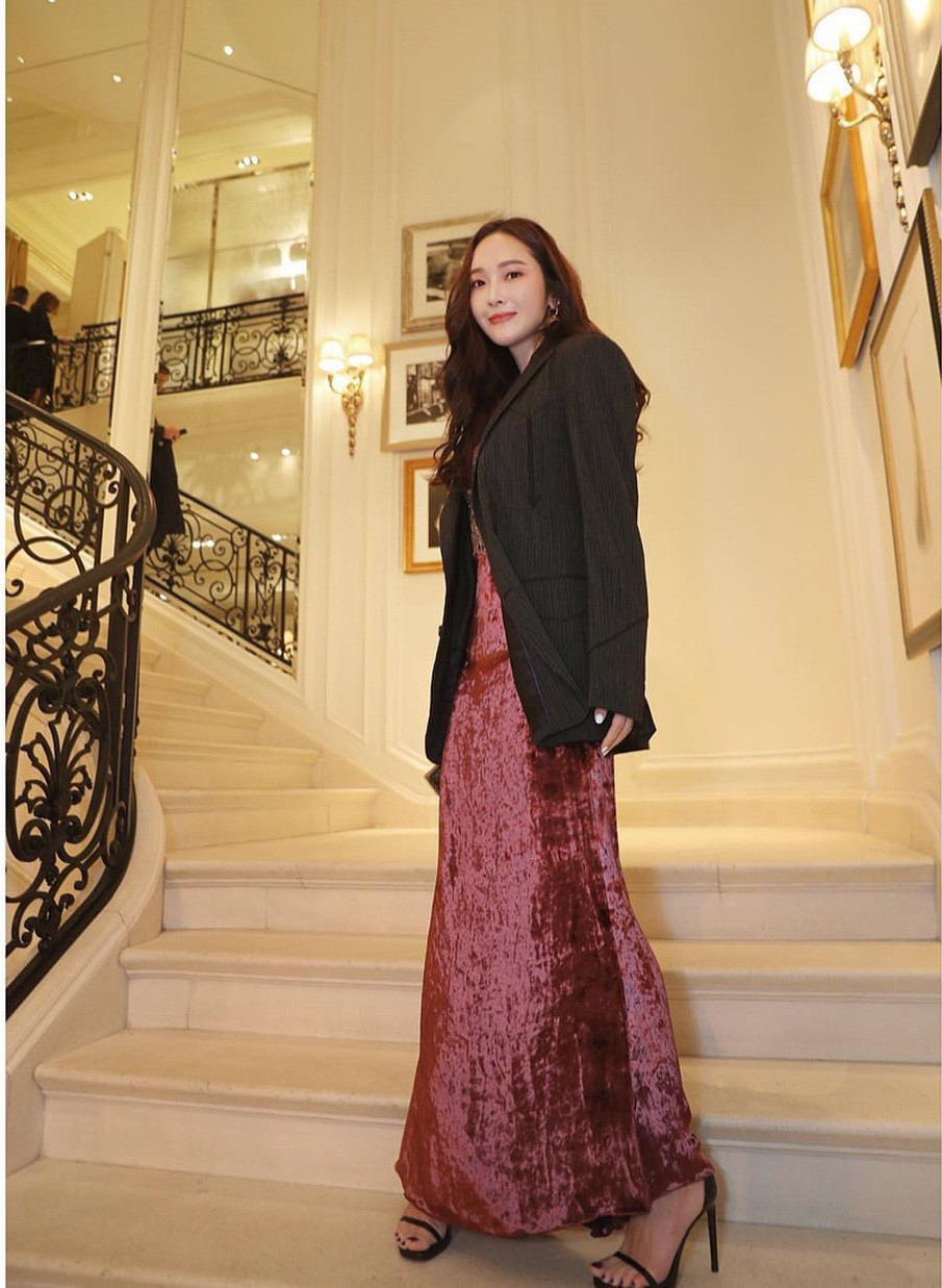 Chớ dại tin vào ảnh của sao: ảnh Jessica tự đăng thì chân dài miên man, vào tay báo quốc tế lại quá khác - Ảnh 2.