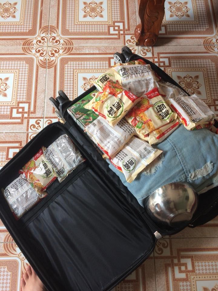 Quay lại thành phố sau nhiều ngày nghỉ Tết, chẳng phải áo quần, bánh kẹo, nước ngọt mới là hành lý của những người con xa nhà - Ảnh 7.