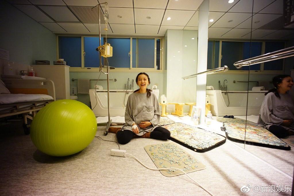 Chú Ỉn Con đầu tiên của Cbiz xuất hiện: Mỹ nhân Bộ Bộ Kinh Tâm hạ sinh quý tử đầu lòng nặng 2,6kg - Ảnh 1.