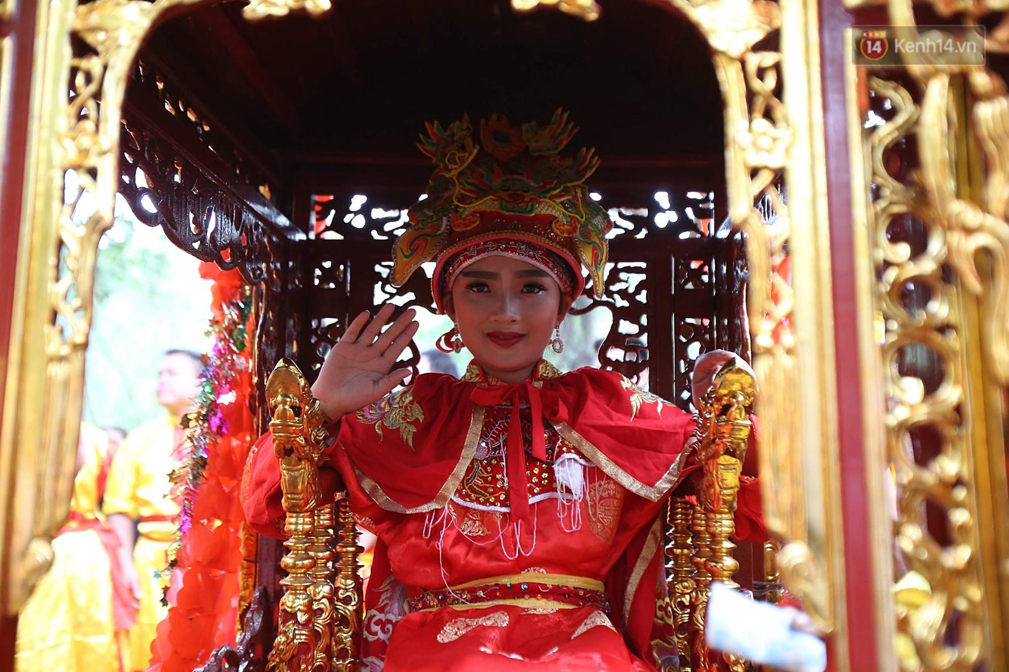Khai hội Đền Gióng ở Hà Nội, tướng bà 12 tuổi được bảo vệ nghiêm ngặt - Ảnh 6.