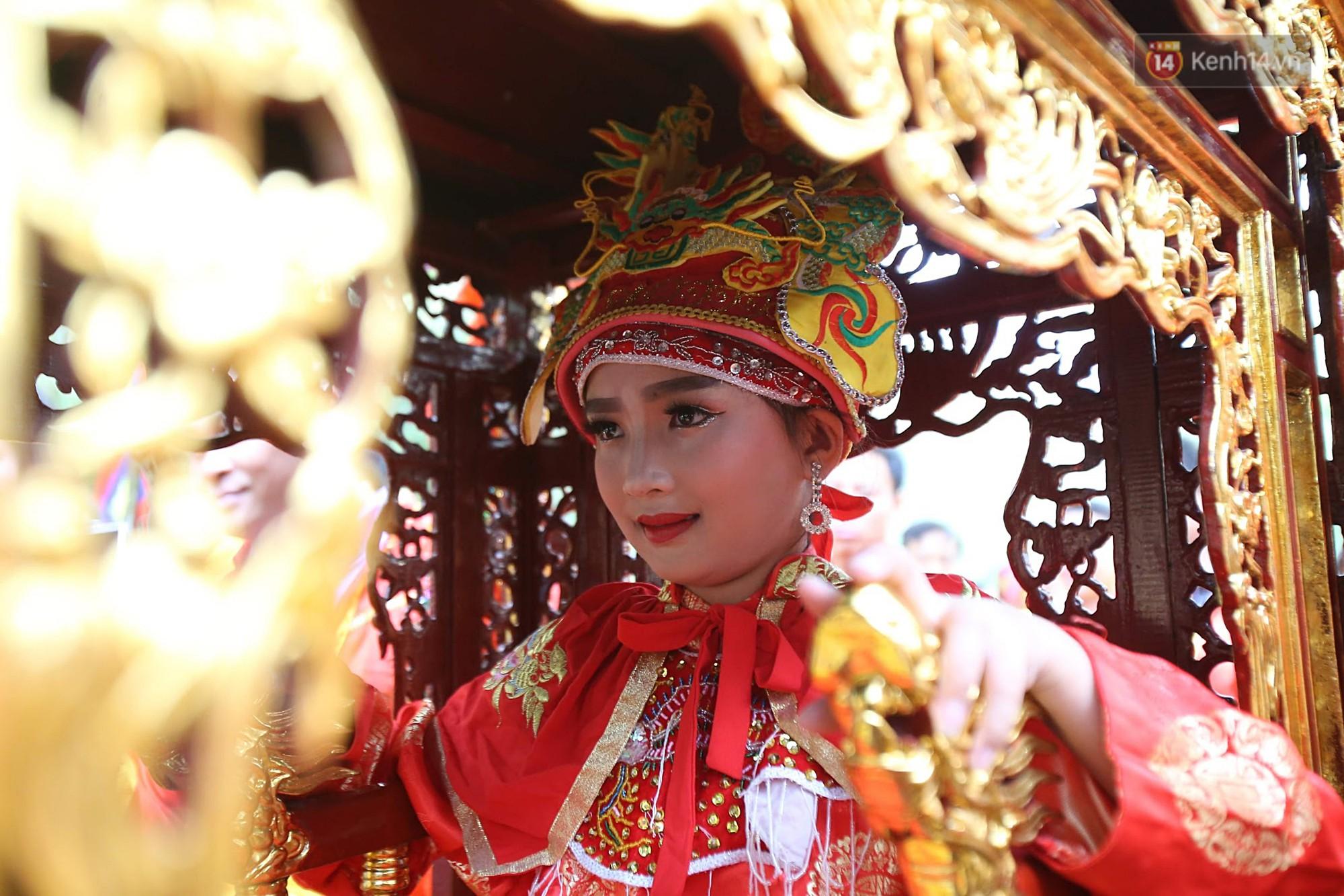 Khai hội Đền Gióng ở Hà Nội, tướng bà 12 tuổi được bảo vệ nghiêm ngặt - Ảnh 7.