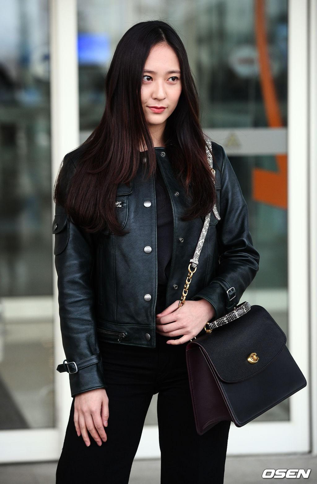 Cùng tăng cân khi xuất hiện tại sân bay: Krystal bị chê vừa thô vừa xuống sắc, Seohyun được khen xinh rạng rỡ - Ảnh 4.