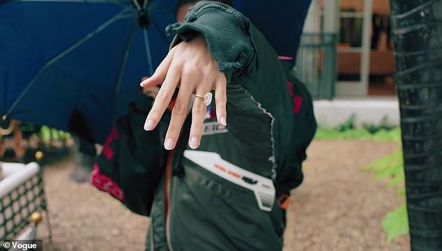 Vợ Justin Bieber lần đầu bật mí chuyện dùng thuốc tránh thai và được cầu hôn bất ngờ - Ảnh 2.