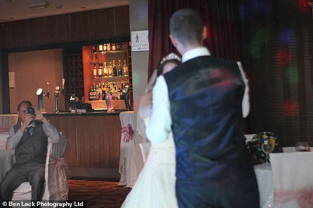 Hơn 200 cặp vợ chồng cùng kiện công ty nhiếp ảnh vì nhận được ảnh cưới mờ tịt, xấu hơn chụp bằng smartphone! - Ảnh 5.