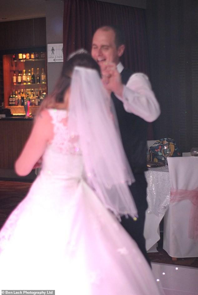 Hơn 200 cặp vợ chồng cùng kiện công ty nhiếp ảnh vì nhận được ảnh cưới mờ tịt, xấu hơn chụp bằng smartphone! - Ảnh 7.