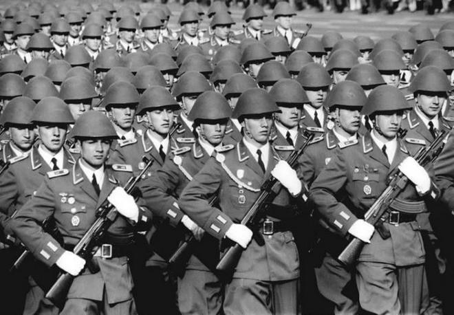 Mũ bảo hiểm của người lính xuyên suốt hai cuộc chiến tranh thế giới khác nhau như thế nào? - Ảnh 10.