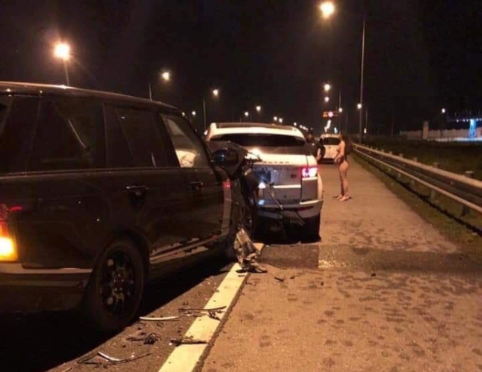 Thực hư chuyện mỹ nữ khỏa thân sau vụ va chạm xe trên cao tốc - Ảnh 1.