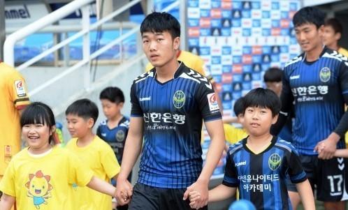 Báo Hàn Quốc: Công Phượng đủ tố chất để chơi bóng tại K.League - Ảnh 2.