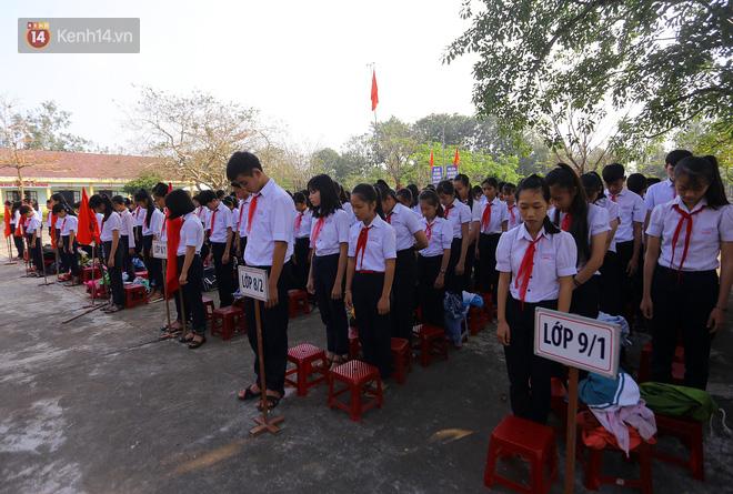 Buổi chào cờ đầu năm mới chìm trong nước mắt ở ngôi trường có 6 học sinh đuối nước thương tâm - Ảnh 6.