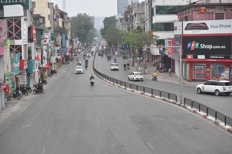 Hà Nội: Người dân vừa chạy xe vừa ngáp ngắn ngáp dài trong buổi sáng làm việc đầu tiên sau kỳ nghỉ Tết Kỷ Hợi - Ảnh 15.