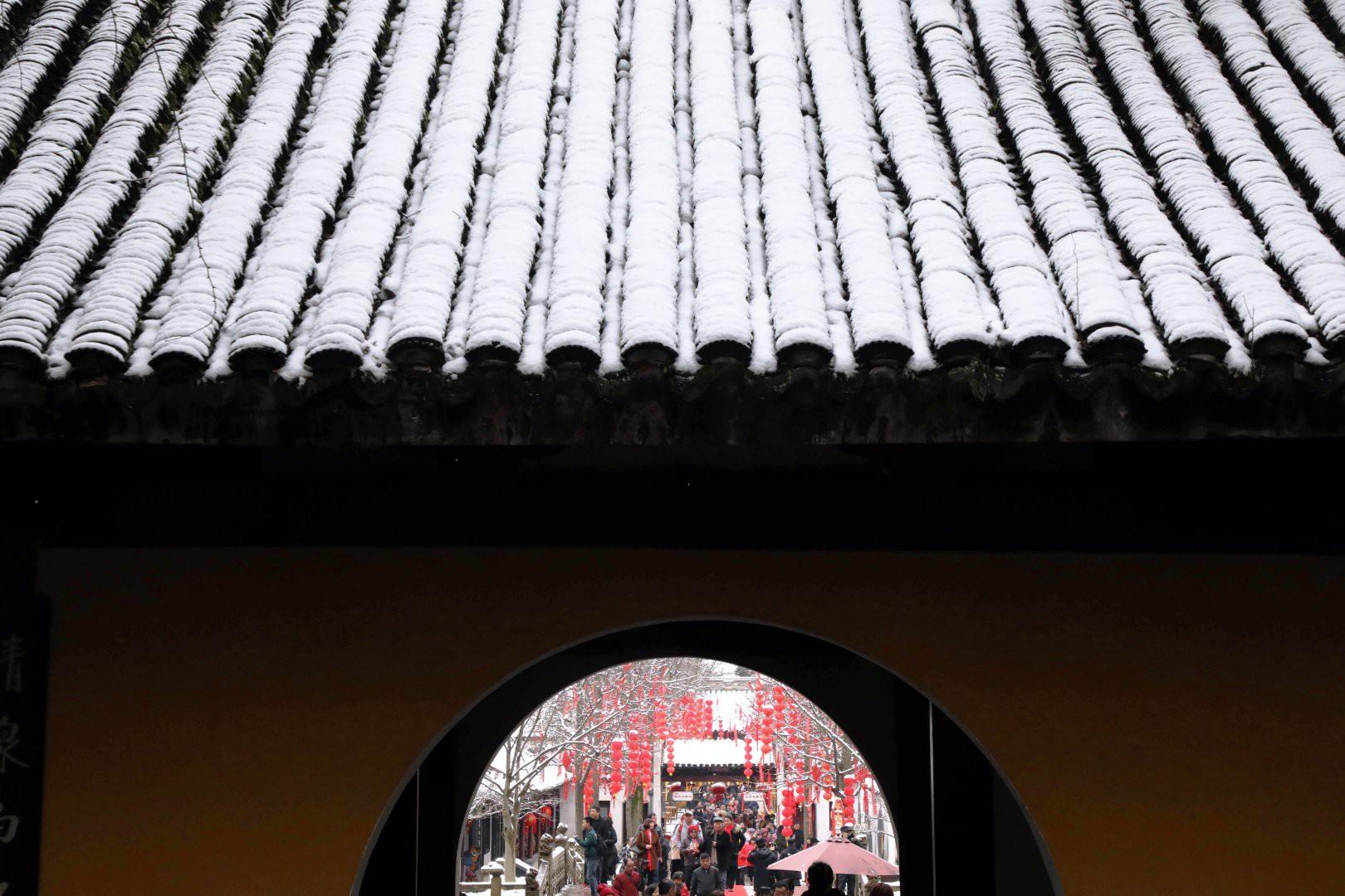 Vẻ đẹp trong trẻo của tuyết mùa xuân ở Trung Quốc khiến nhiều tín đồ du lịch cuồng chân dù đã hết Tết - Ảnh 3.