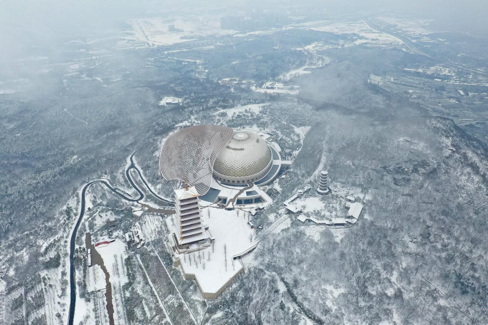 Vẻ đẹp trong trẻo của tuyết mùa xuân ở Trung Quốc khiến nhiều tín đồ du lịch cuồng chân dù đã hết Tết - Ảnh 8.