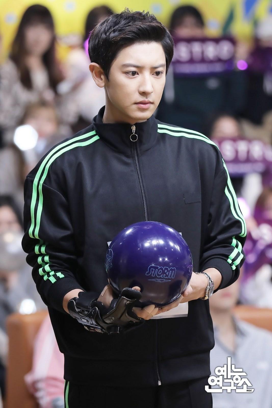 Chanyeol (EXO) chơi bowling hay quay phim điện ảnh mà đẹp xuất sắc thế này? - Ảnh 1.