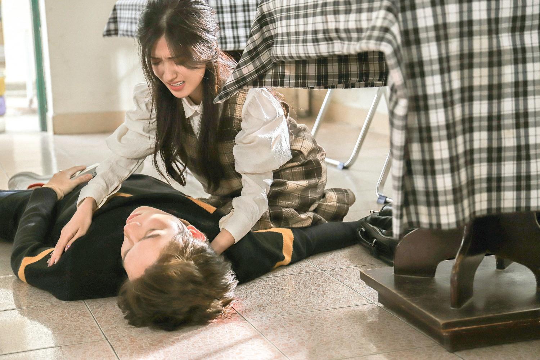 Cận Valentine, Anh Tú (The Voice) kể chuyện yêu đơn phương thời học sinh đầy tiếc nuối trong MV mới - Ảnh 3.