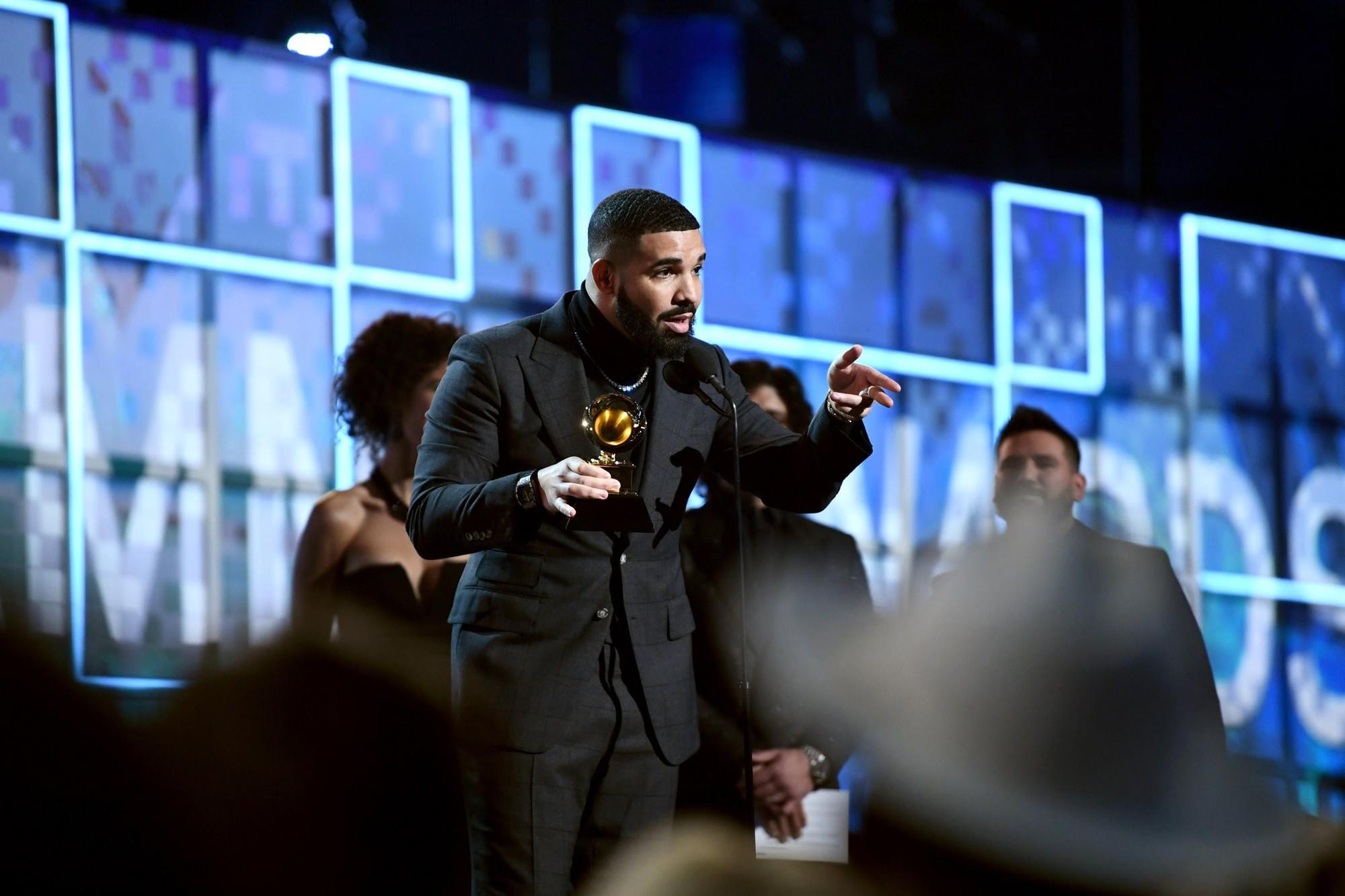 Đỉnh điểm của drama: Drake đang phát biểu thì bị cắt ngang mic vì ngang nhiên đá xéo Grammy - Ảnh 1.
