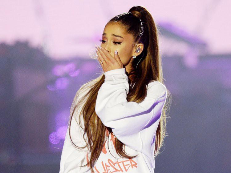Bùng show nhưng vẫn thắng giải Grammy đầu tiên, Ariana Grande xúc động tới mức... văng tục - Ảnh 2.