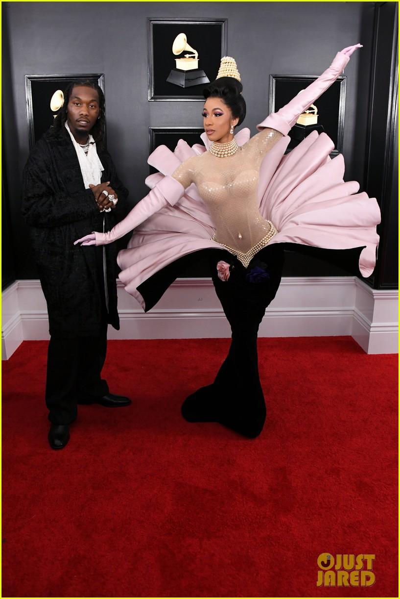 Cosplay nữ thần ngọc trai tại Grammy, Cardi B làm fan thắc mắc: Đây là trái chuối bóc vỏ hay phù thủy bạch tuộc? - Ảnh 1.