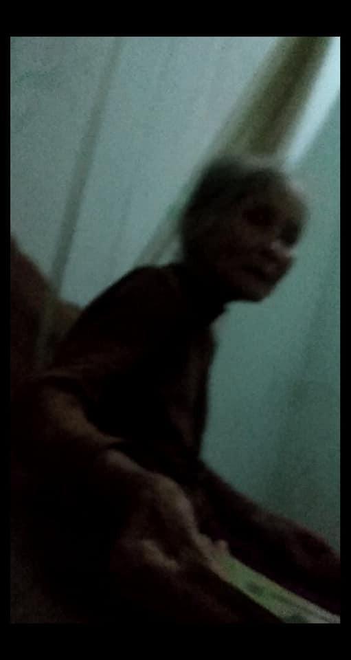 Hình ảnh ông bà nội già yếu, tay run run dúi tiền cho đứa cháu lên thành phố học gây xúc động mạnh - Ảnh 2.