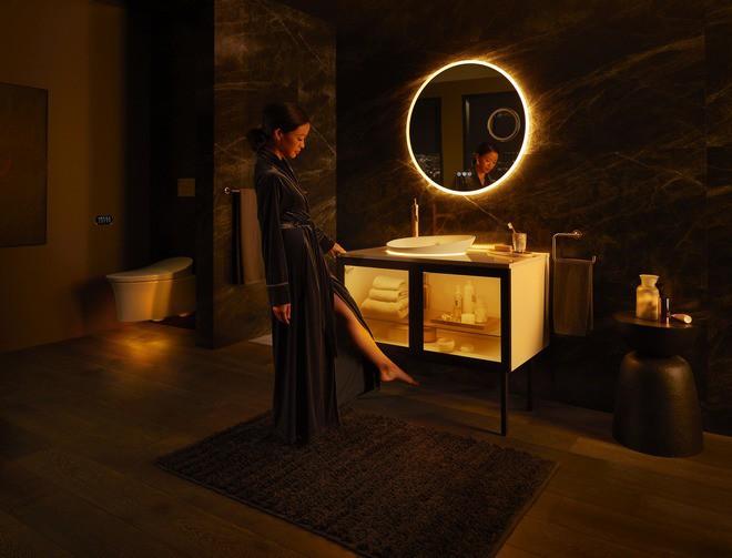 Dạo quanh phòng tắm hi-tech đỉnh cao cho các chị em: Điều khiển mọi thứ từ toilet đến gương bằng giọng nói - Ảnh 1.