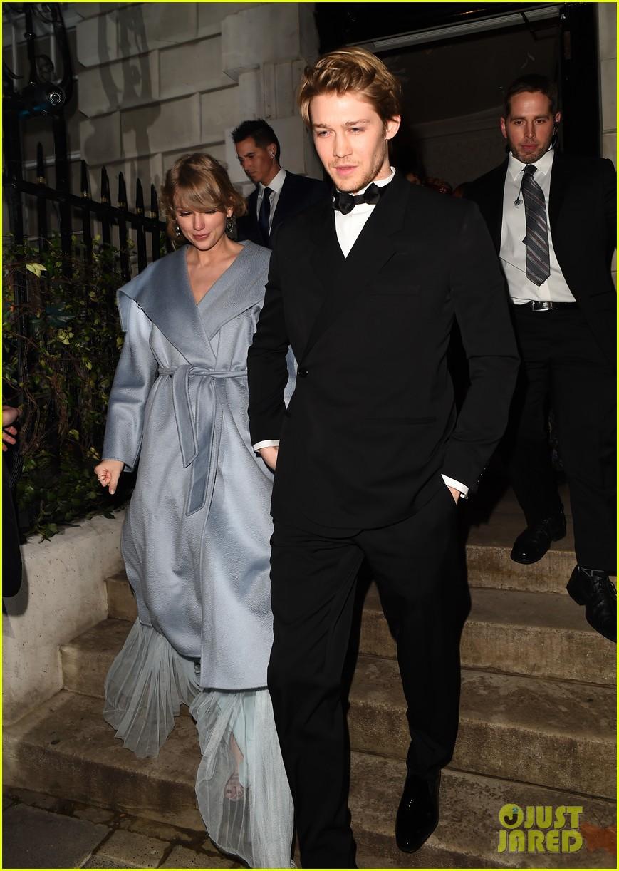 Hóa ra Taylor Swift vì bạn trai mà bỏ dự Grammy, đến Oscar Anh Quốc khoe vòng 1 bốc lửa khó tin - Ảnh 6.