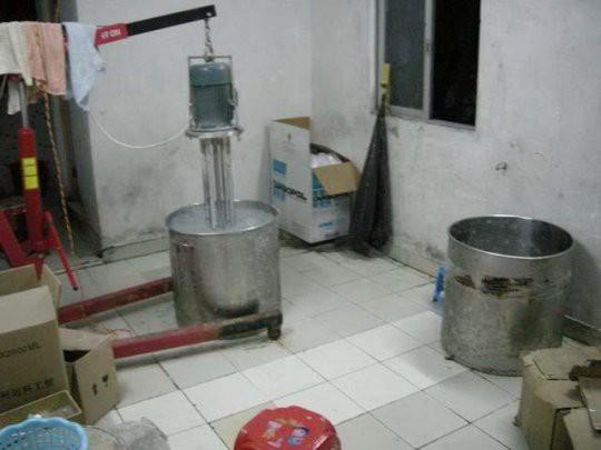 Cảnh báo dịp Valentine: Triệt phá cơ sở sản xuất nước hoa giả có chứa nước tiểu và phân chuột - Ảnh 4.