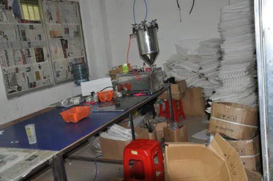 Cảnh báo dịp Valentine: Triệt phá cơ sở sản xuất nước hoa giả có chứa nước tiểu và phân chuột - Ảnh 5.