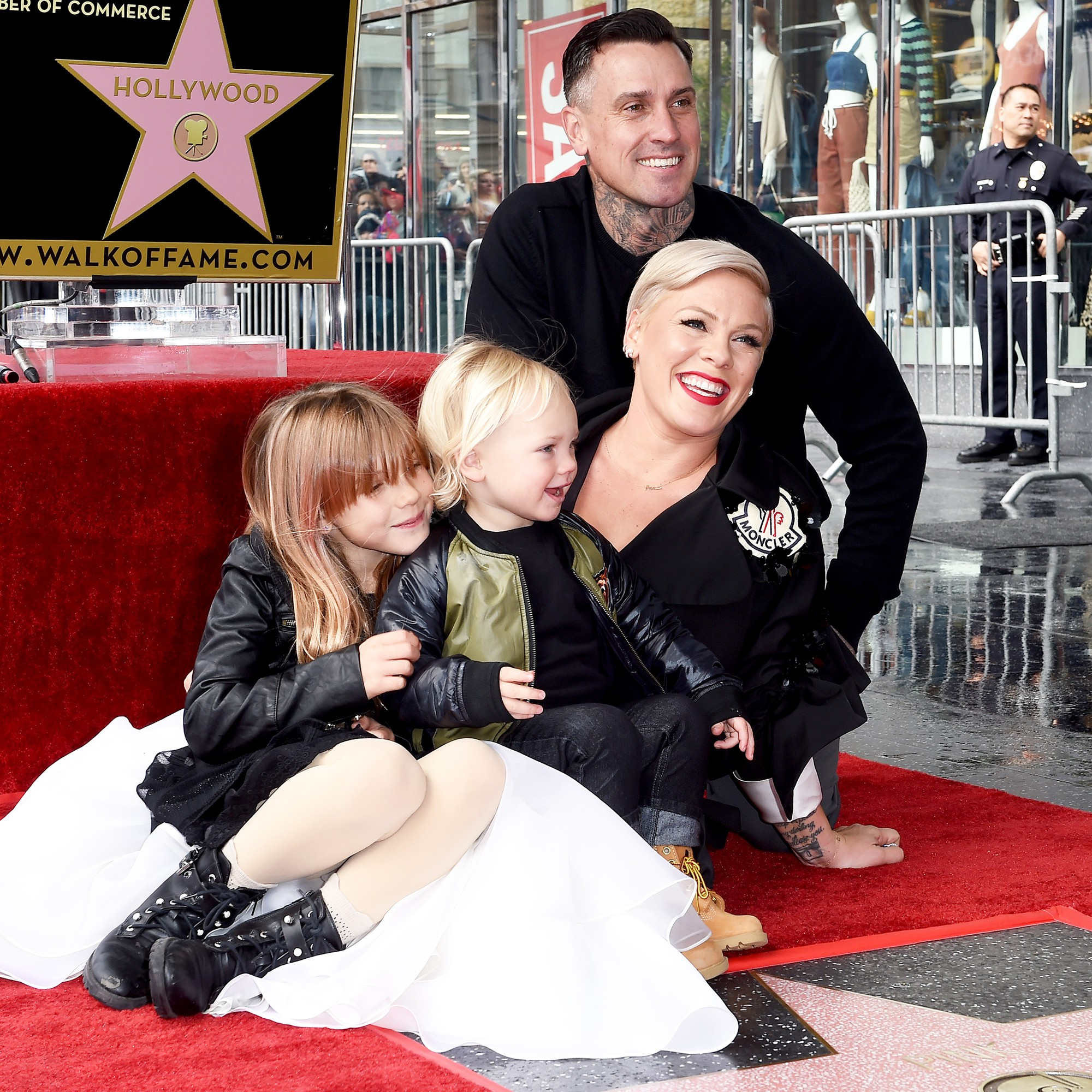 pink-receives-homemade-grammy-from-daughter-after-losing-to-ariana-grande-15498832885241821323.jpg