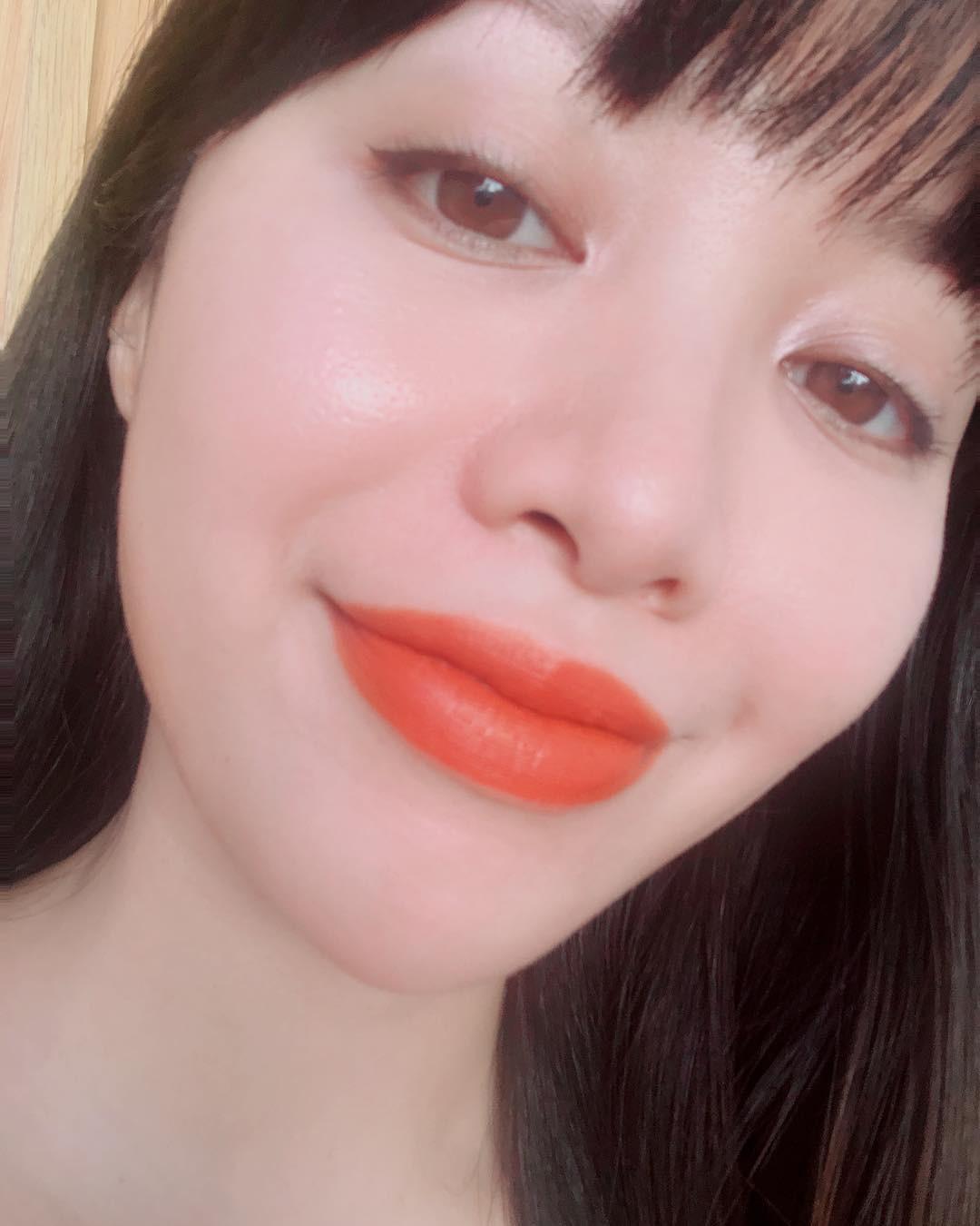 2 bí kíp makeup đơn giản nhưng max xinh của Michelle Phan: một kiểu sang chảnh, một kiểu hack tuổi cực hiệu quả - Ảnh 4.