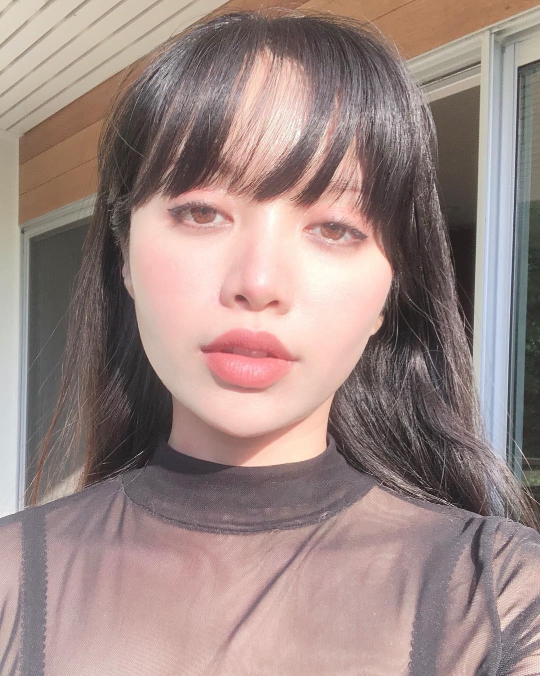 2 bí kíp makeup đơn giản nhưng max xinh của Michelle Phan: một kiểu sang chảnh, một kiểu hack tuổi cực hiệu quả - Ảnh 5.