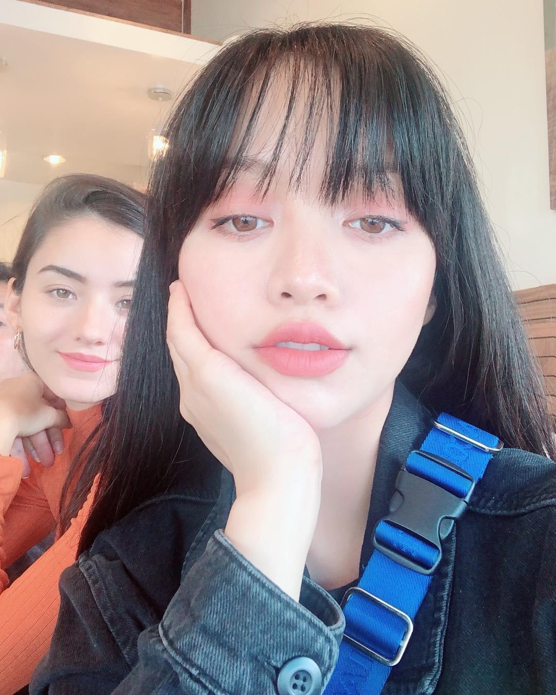 2 bí kíp makeup đơn giản nhưng max xinh của Michelle Phan: một kiểu sang chảnh, một kiểu hack tuổi cực hiệu quả - Ảnh 6.