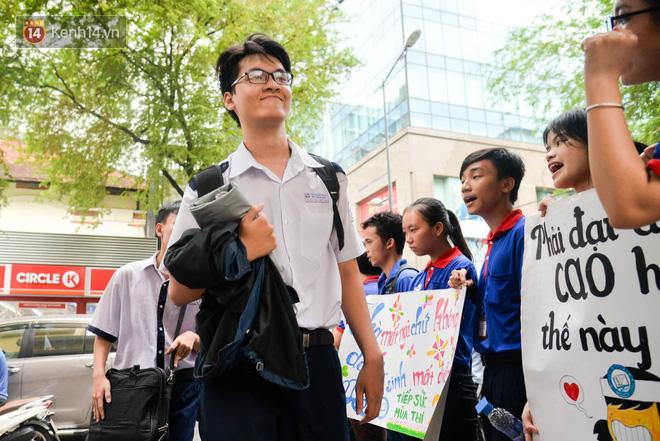 Trường Đại học ở TPHCM chỉ tuyển thí sinh cao trên 1m5, có ngành bắt buộc nam trên 1m65 - Ảnh 1.