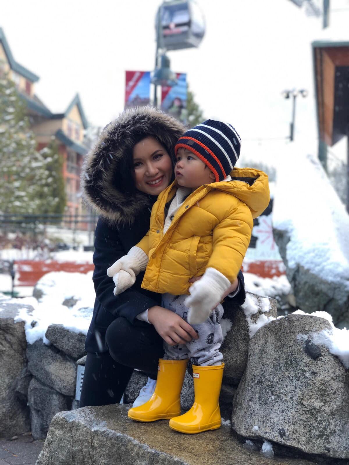 Cuộc sống không như mơ của bà xã sao Việt nơi trời Tây: xa chồng thường xuyên, vừa làm việc vừa chăm sóc con nhỏ - Ảnh 2.