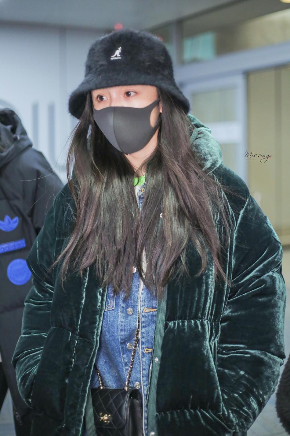 Sau kỳ nghỉ Tết không ở bên con gái, Dương Mịch lặng lẽ để mặt mộc lên đường sang New York dự tuần lễ thời trang - Ảnh 2.
