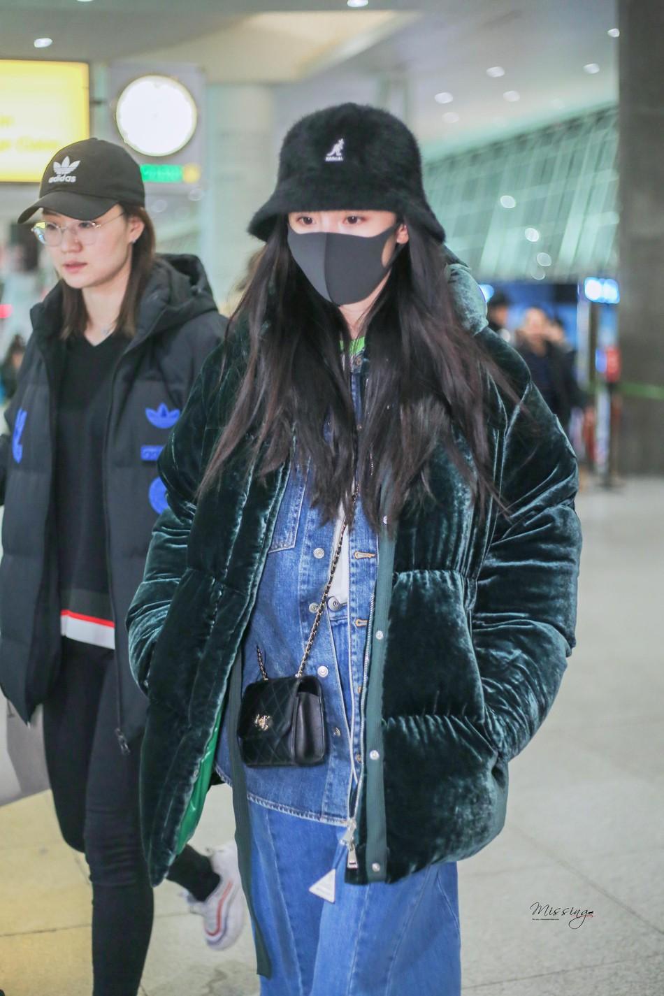 Sau kỳ nghỉ Tết không ở bên con gái, Dương Mịch lặng lẽ để mặt mộc lên đường sang New York dự tuần lễ thời trang - Ảnh 3.