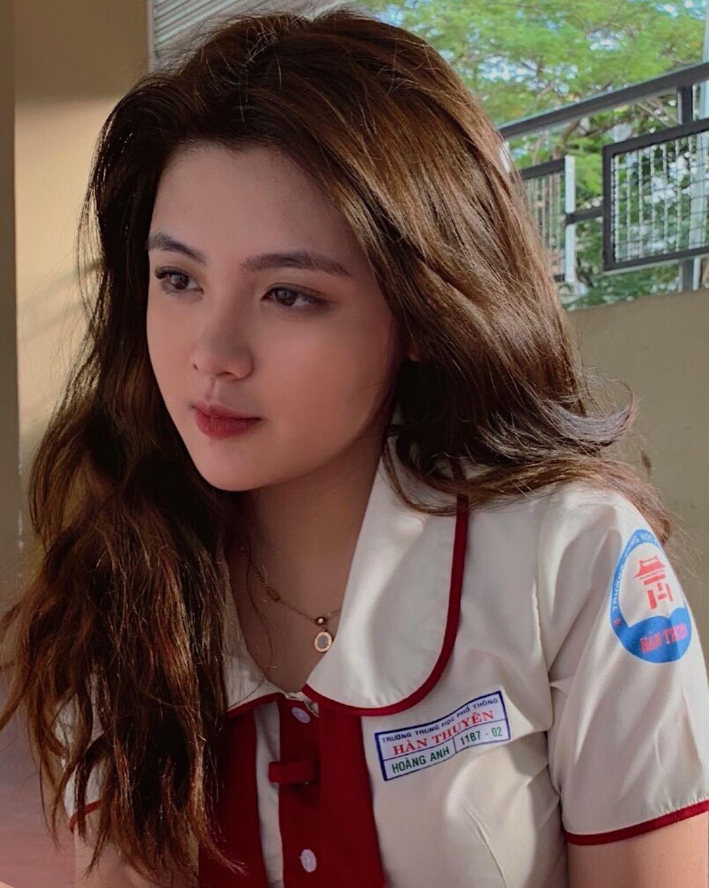 Báo Trung phát sốt về một nữ sinh Việt mặc áo dài, khen ngợi nhan sắc xinh đẹp đủ tầm tham gia showbiz - Ảnh 2.