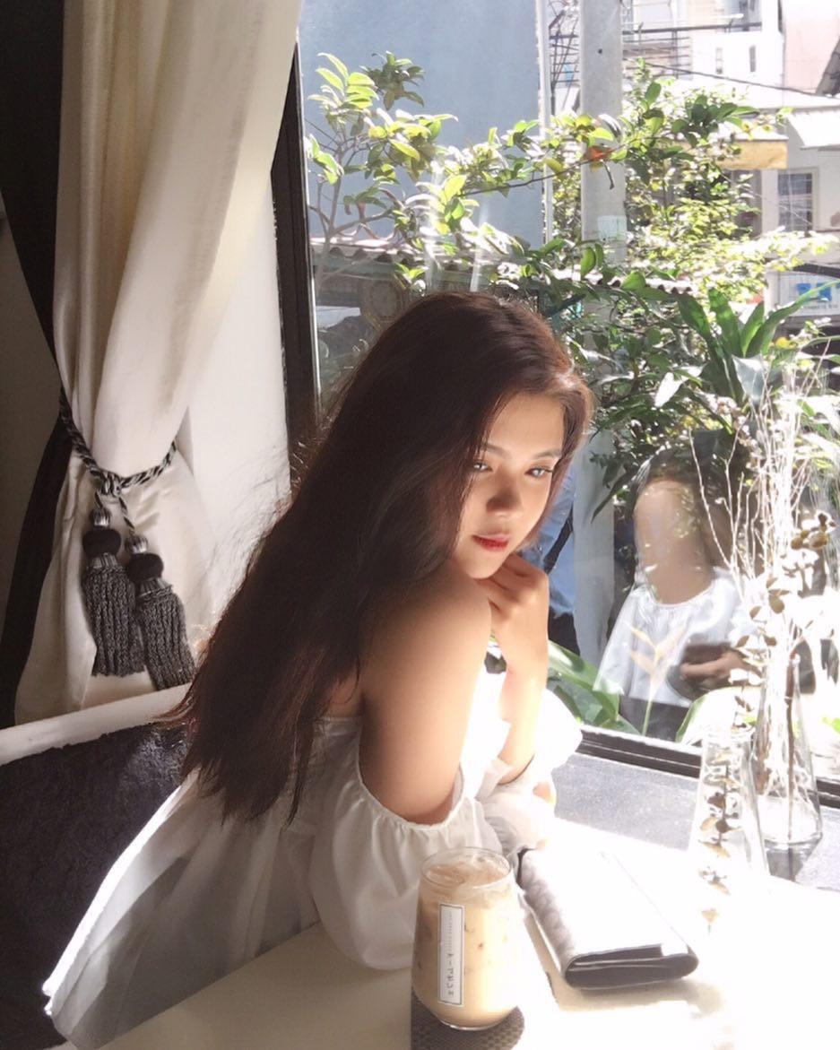 Báo Trung phát sốt về một nữ sinh Việt mặc áo dài, khen ngợi nhan sắc xinh đẹp đủ tầm tham gia showbiz - Ảnh 8.