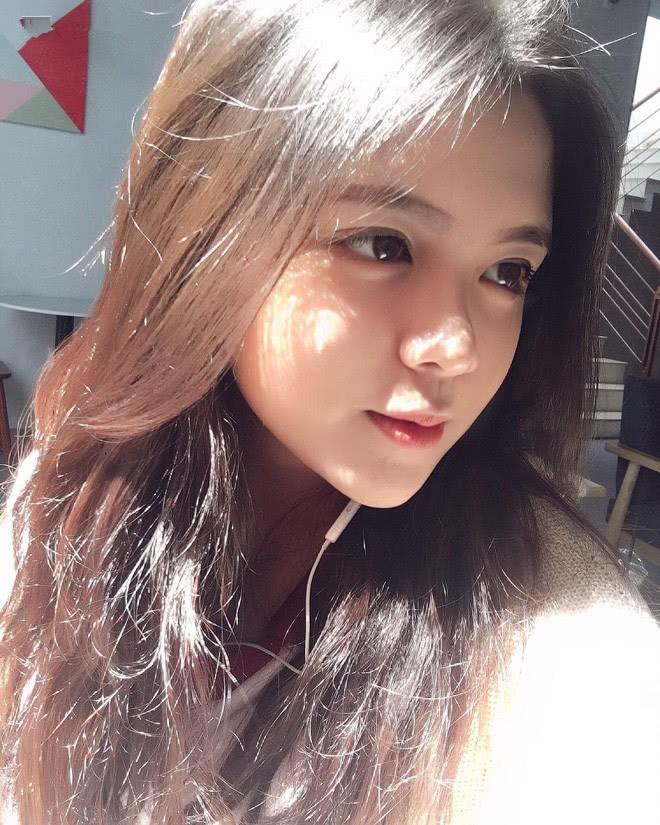 Báo Trung phát sốt về một nữ sinh Việt mặc áo dài, khen ngợi nhan sắc xinh đẹp đủ tầm tham gia showbiz - Ảnh 9.