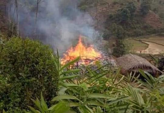 Phóng hỏa đốt nhà bố vợ rồi nhảy vào đám cháy tự thiêu - Ảnh 1.
