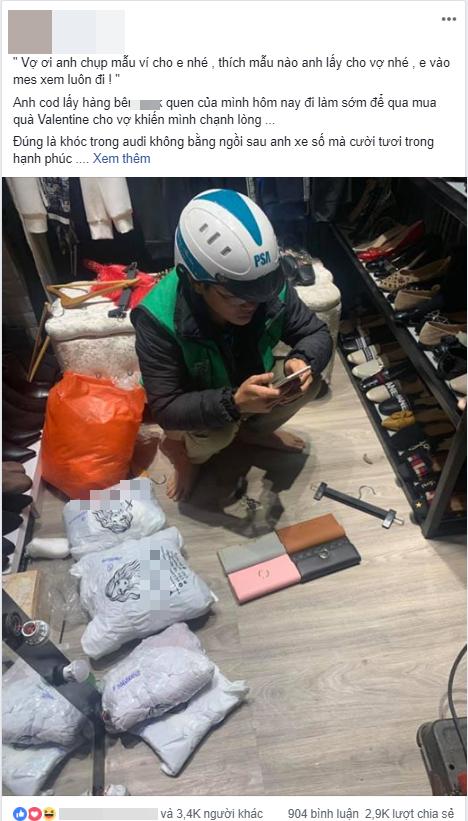 Tranh thủ đi làm sớm để chọn và chụp ảnh ví cho vợ chọn làm quà ngày Valentine, anh shipper khiến chủ shop chạnh lòng - Ảnh 1.